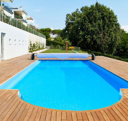 Comment choisir un volet de piscine aquanov for Piscine hors sol beton a debordement